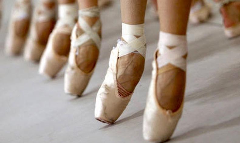 Disegno Di Una Ballerina Classica : Scarpette da punta wikipedia